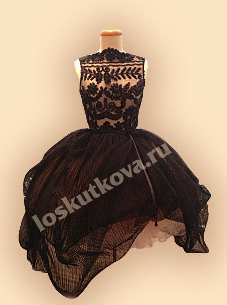 Платье с кружевной рукой